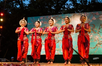 Presentation of the classical dance of the Indian Odissi, by Ranjana Gauhar group, on Sunday, November 5, the Quinta Trabucco, Vicente Lopez.