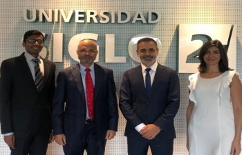 Meeting with Director of the Centro Universitario Buenos Aires, Siglo XXI.