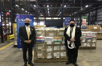 Ambassador Dinesh Bhatia joined by Paraguayan Ambassador to Argentina Julio Vera and supervised despatch of the gift of medicines by the Government of India