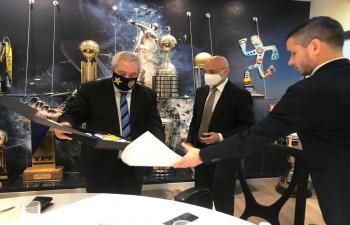 Ambassador Dinesh Bhatia visited to Boca Juniors stadium
