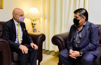 El Embajador Dinesh Bhatia se reunió con el Dr. Julio Borba en el Ministerio de Salud en Asunción para discutir la cooperación bilateral en asuntos de salud entre India y Paraguay